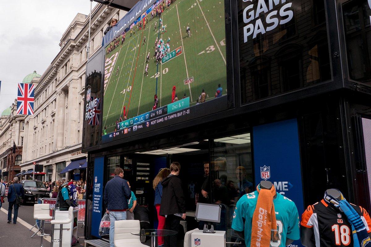 2017 - 10 NFL Regent Street (8)_2400x1350