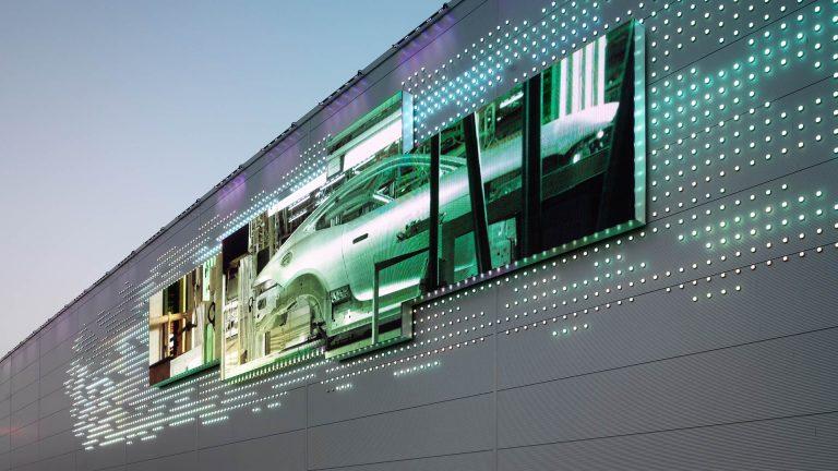 Jaguar Land Rover Dynamic Media Wall