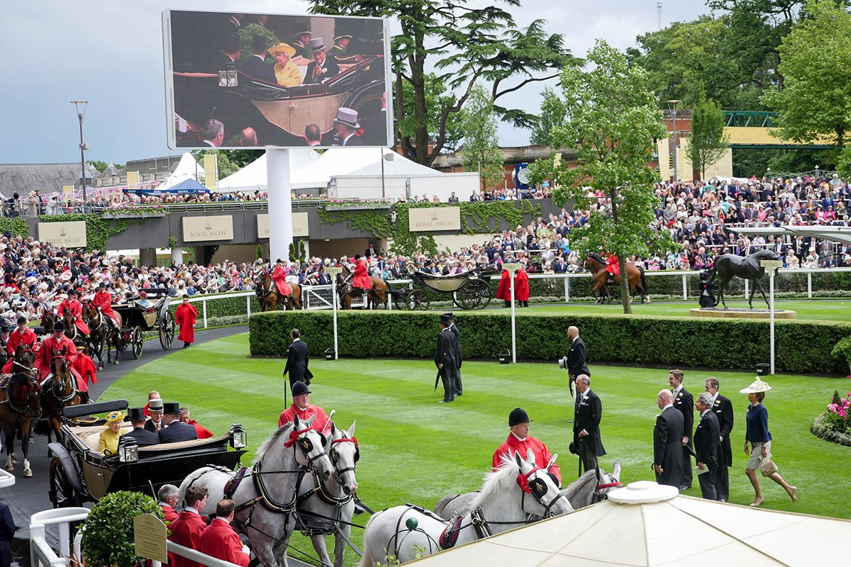 Royal-Ascot-Queen-in-cariage-Epoch-Screen