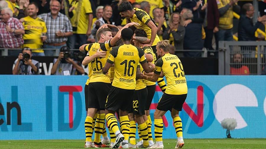 Borussia Dortmund players Celebraing digiBOARD