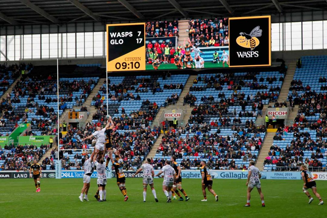 Photo: Richard Lane/Richard Lane Photography. Gallagher Premiership. Wasps v Gloucester. 06/10/2018. A lineout in front of the new TV screen.